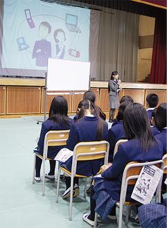 ネットや携帯利用の危険性について講演を行った(山内中学校)