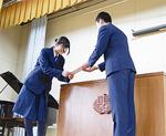 挨拶を交わす代表者(田奈中)