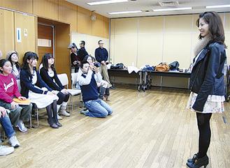 プレゼン練習する参加者たち