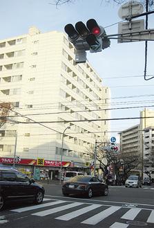 交通量も多く矢印信号が設置された「たまプラーザ駅入口」交差点