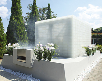 美しいガラスレンガで造られた永代供養墓