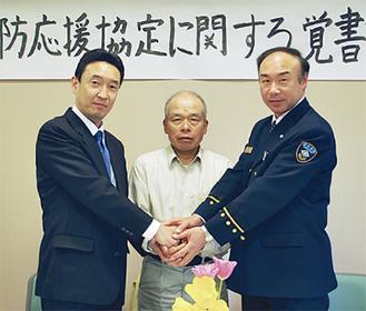 左から高橋理事長、蕪木会長、齋藤署長