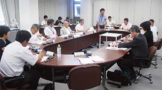有識者らで構成される市民検討会