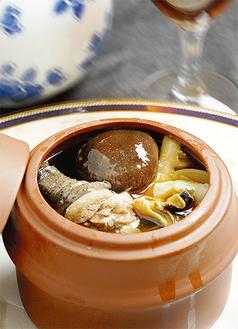 食感も味も抜群の薬膳スープ。月替わりで登場