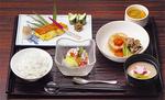 セミナーで楽しめる昼食一例。栄養バランスに配慮した、おいしい料理が朝昼晩、予約なしで食べられる