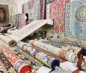 様々な生活を彩る「高級手織絨毯」が所狭しと展示される(写真はイメージ)
