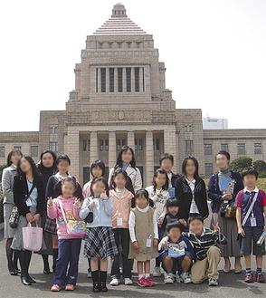 多くの参加がある見学ツアー(写真は過去のもの)