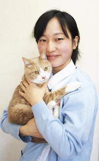 病院で飼う猫・ルカ君と籾山さん