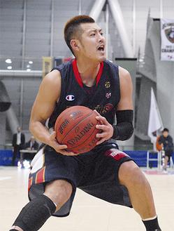 旭区出身のガード、山田選手。8日は3Qに6得点、1試合9得点をあげた