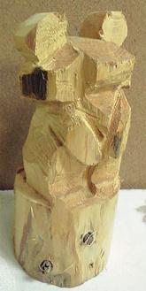 高さ25cm×幅10cmのクマをチェーンソーで作る