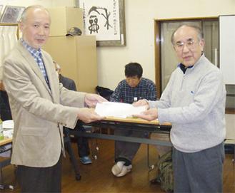 蕪木さん(左)と柏村さん=下市ヶ尾町内会提供