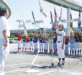 菊池会長(左)に選手宣誓する廣瀬選手