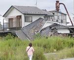 屋根が崩れた民家=社協提供