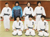 選手権団体・登録メンバーの(左下から左回りに)馬場、仲田奈央、福島なつき、川村真由、嶺井と、負傷離脱した櫻井(敬称略)。左上は廣川監督