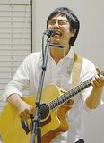 オリジナル曲を熱唱する佐々木さん
