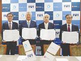 協定書にサインした、左から手塚局長、土志田会長、山本会長、佐土原研究院長