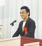 講演する勝村さん