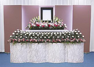 家族葬プランの生花祭壇
