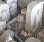 堂内にある小石