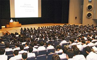 約1000人が参加した講演会