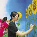 空と花を描く生徒ら