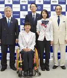 成田選手(左から2人目)と辻選手