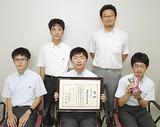選手権に出場した囲碁部メンバー。前列左から福田君、山岡君、高嶋君。後列左から神谷君、三浦顧問