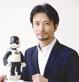 高橋さんと話題のロボットが来館