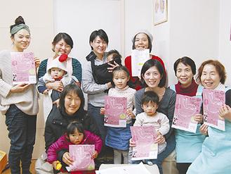 右から柳澤さん、仲さんとイベント実行委員ら