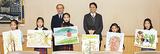 受賞者(佐藤さんは左から児童3人目)