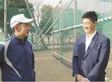 村田監督(左)と話す森田選手