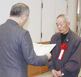 表彰を受ける市川さん