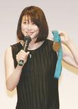 銅メダルを見せる田中さん
