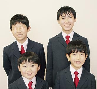 右奥から時計回りに最優秀賞の福中君、優秀賞の吉本君、佳作の香取君、柳澤君