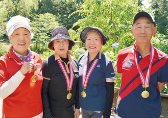 右から俊二さん、金原さん、松本さん、ひろ子さん