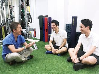平島院長(左)とともに、日々話し合いを重ねる古澤代表トレーナー(中)と中田チーフトレーナー
