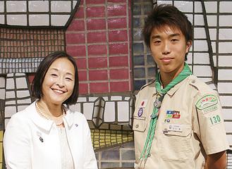 及川さん(右)と荒木田副市長