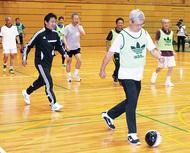 「走らない」サッカーを体験