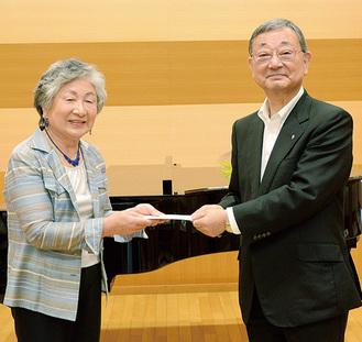 佐川理事長(右)と三村代表