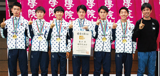 初優勝を飾ったメンバー(左から藤木選手、中西選手、浦野選手、青木選手、茂原選手、土方主将と前田監督)