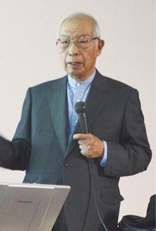 講演する垣添氏