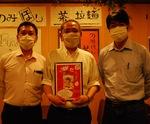 取組みをPRする佐藤さん(右)、浅尾さん(中央)、坂佐井さん