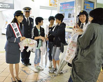 女優 古村さん、一日署長に