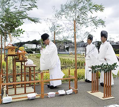 厳かに抜穂祭(ぬいぼさい)
