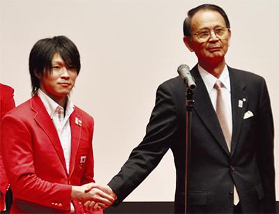 内村選手、金メダルに歓喜
