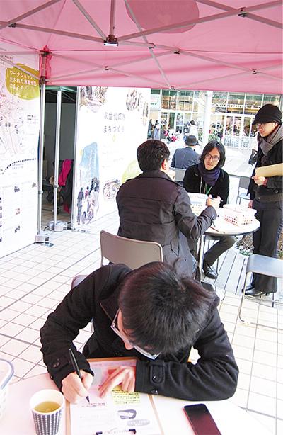 駅前カフェで意見募集