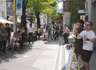「横浜ヨコハマ」が路上ライブ