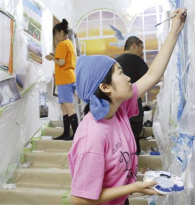 神奈川の名所を壁画に