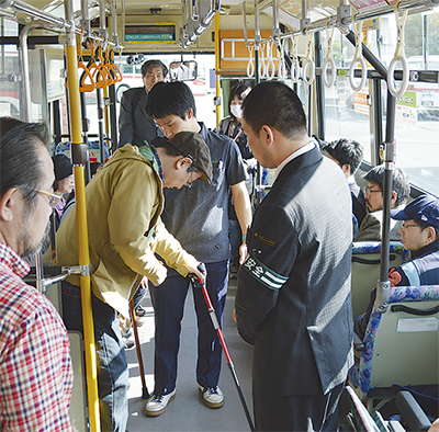安全なバス乗車学ぶ
