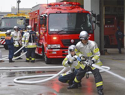 散水車で消火訓練
